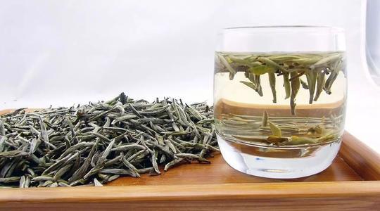 Лучшие китайские чаи: китайский чай«Цзюньшань Иньчжэнь» 君山银针